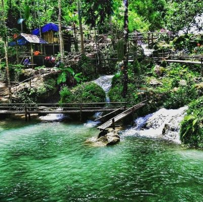 Wisata Air Terjun Berwarna Biru di Air Terjun Kembang Soka, Yogya